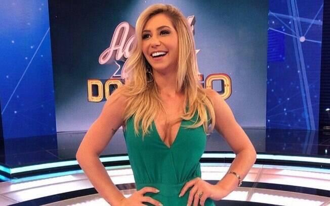Letícia Daniela é assistente do palco do programa