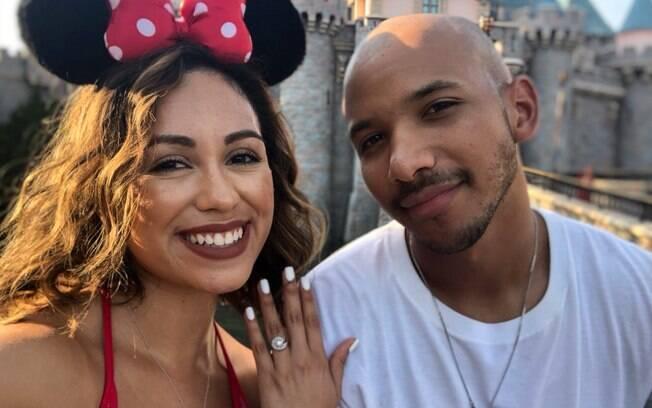 Sonni Vargas é apaixonada pela Disney e fez o anúncio de noivado no parque temático da Califórnia, nos Estados Unidos
