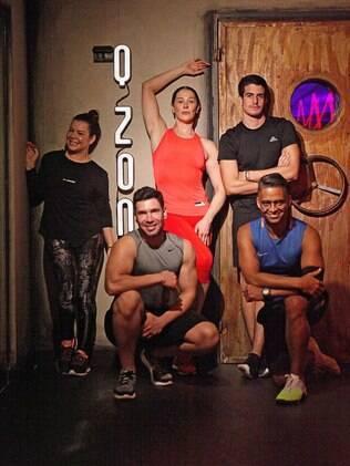 Fernanda Souza, Claudia Raia e Enzo Celulari experimentam novo treino para manter a força na malhação