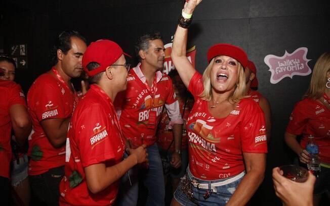 Susana Vieira se jogou na pista com Maria Gadú
