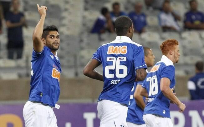 Luan comemora o seu gol, único da vitória do Cruzeiro
