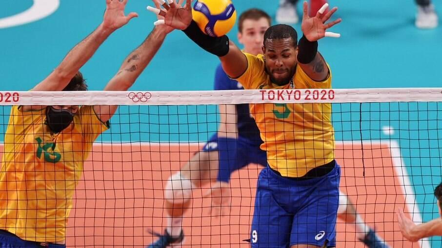 Brasil bate o Japão e terá a Rússia pela frente na semifinal