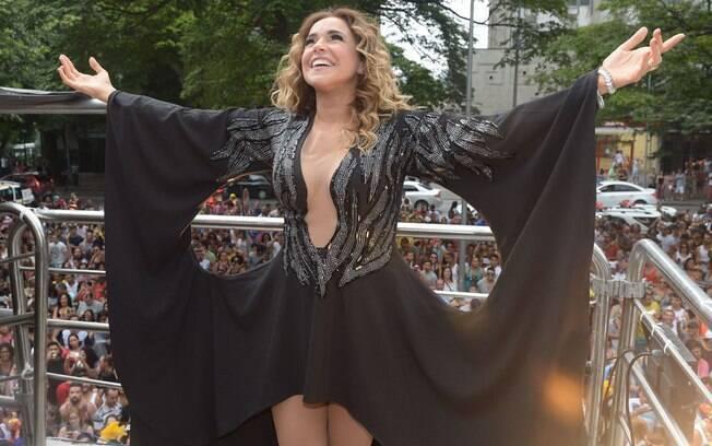 Daniela Mercury comemora aniversário de São Paulo com trio elétrico nas ruas da cidade