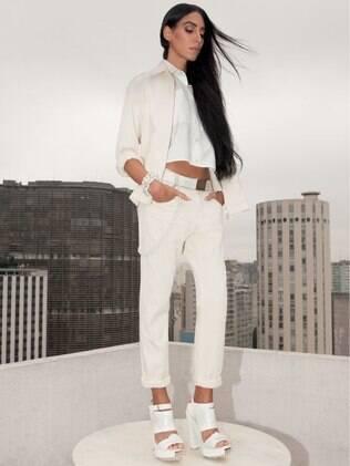 A modelo Lea T em fotos do editorial de moda de verão 2015