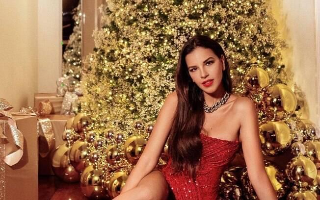 Mariana Rios mostra a decoração de Natal