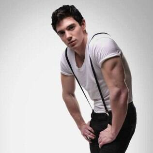 Steve Grand, o primeiro cantor abertamente gay do meio country