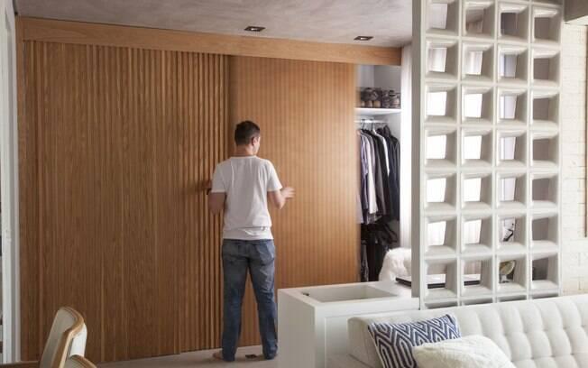 Armário com divisórias ajudam a economizar espaço