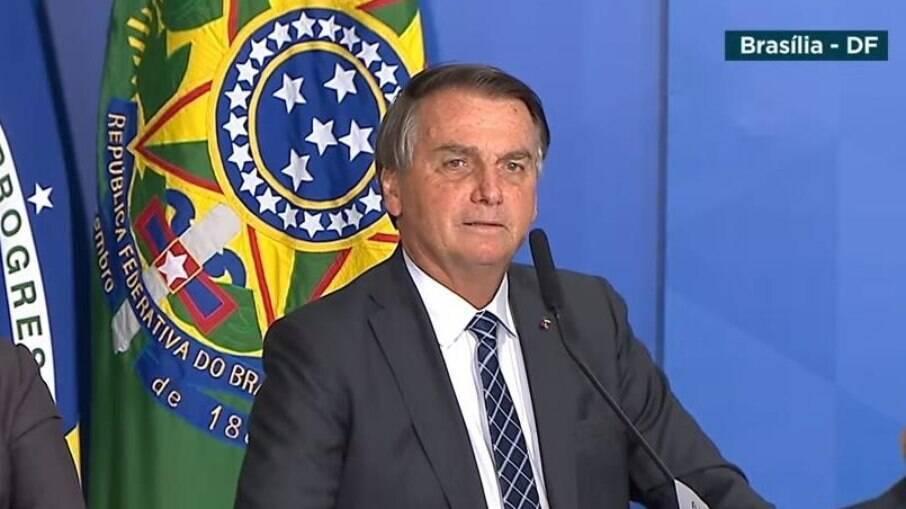 Bolsonaro não quis se comprometer, ao contrário dos últimos dias, com reajuste de 100% do benefício