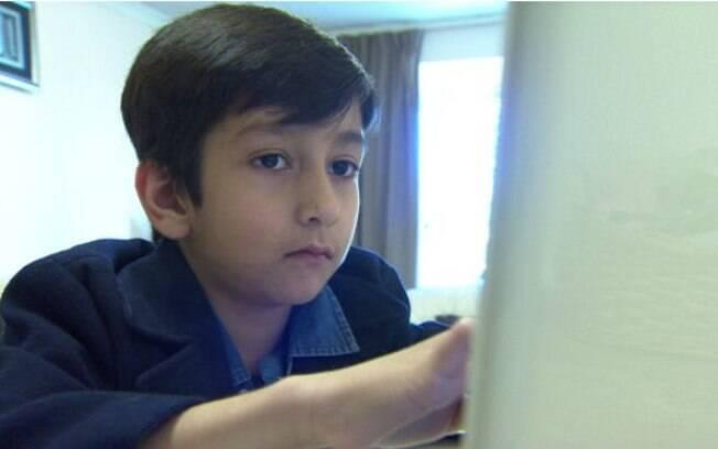 Humza Shahzad ganhou seu smartphone e um laptop antes de completar 3 anos