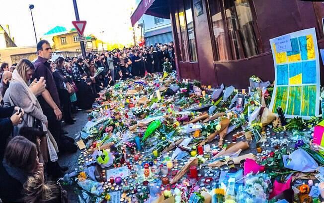 Mais de um mês após ataques, população de Paris ainda convive com o medo de outro atentado