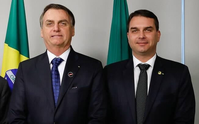Jair Bolsonaro (sem partido) e Flávio Bolsonaro (Republicanos-RJ)