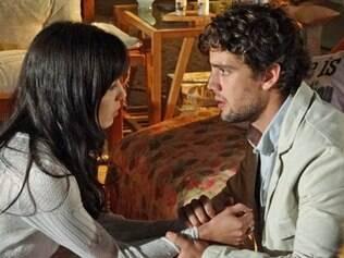 Rodrigo e Manu formam um triângulo amoroso com Ana: insinuação sexual imprópria para uma classificação livre