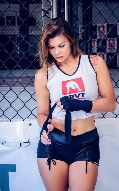 Jamila Sandora%2C musa do Vasco e lutadora de MMA