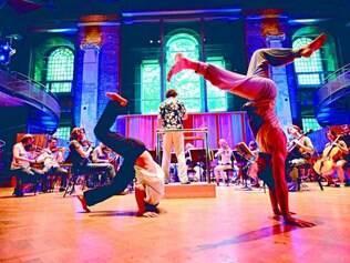 """Miscelânea. Em 2010, a Orquestra Aurora realizou espetáculo """"Exorcismo"""", que une, no mesmo palco, música clássica e movimentos baseados na capoeira brasileira"""
