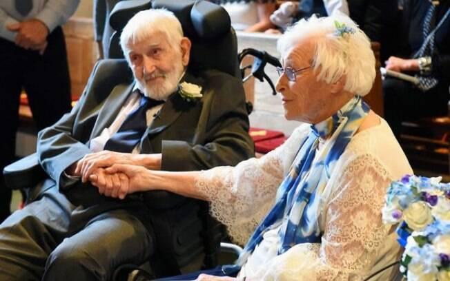 Cerimônia de casamento de idosos emocionou os presentes