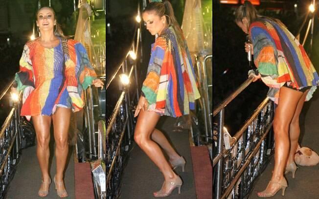 Claudia Leitte e suas pernas definidas