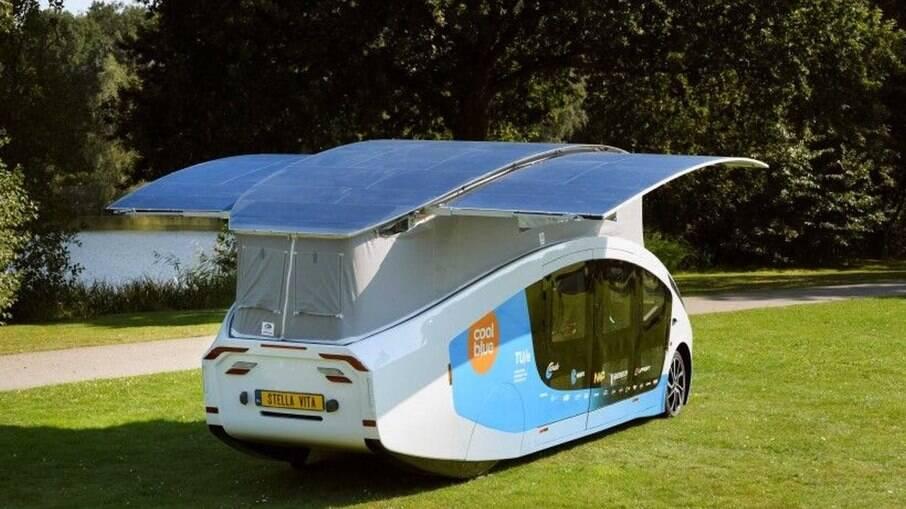 Motorhome Stella Vita conta com dois painéis solares extras para garantir a alimentação de todos os recursos disponíveis.