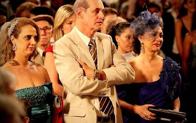 Emocionados, Ivana, Muricy e Leleco assistem à cerimônia