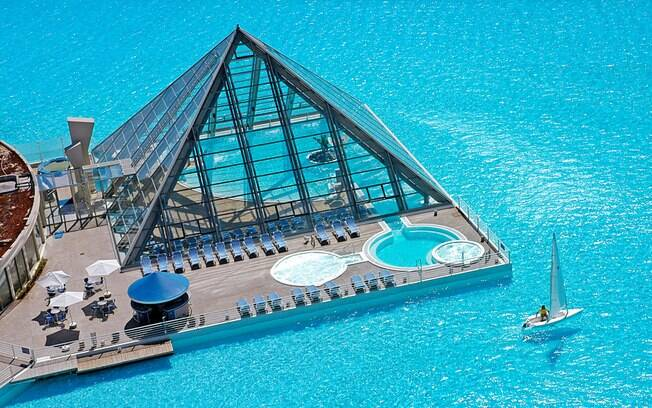 Maior piscina do mundo foi construída no complexo imobiliário San Alfonso Del Mar, no Chile