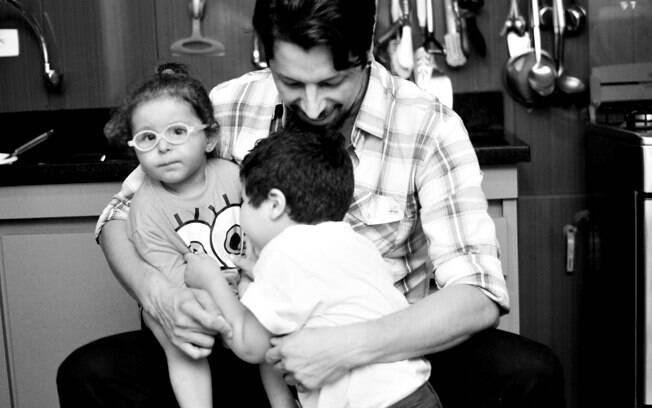 Angelo com os filhos, Jonathan e Valentina. Foto: André Giorgi
