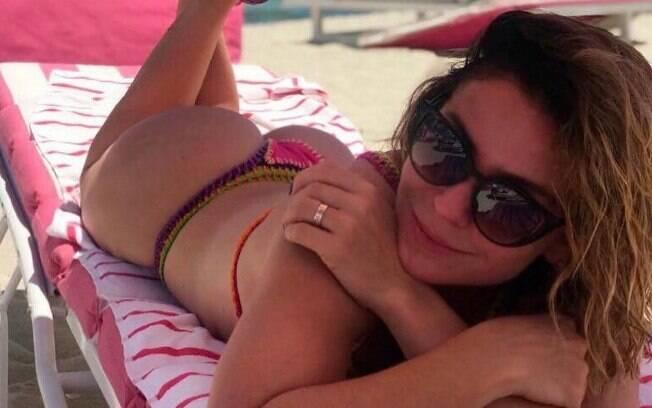 Aos 42 anos, Giovanna Antonelli posa de biquíni exibindo corpão e é elogiada pelos fãs