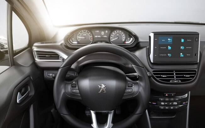 O interior do Peugeot 2008 THP é bem conhecido desde 2015, quando o carro foi lançado no Brasil