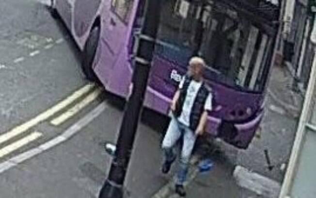 """Simon Smith afirmou que tem """"muita sorte por estar vivo"""" depois de ser atingido pelo ônibus"""