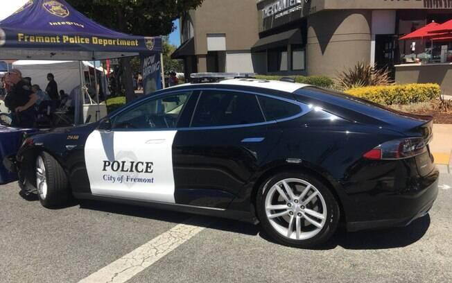 Tesla Modelo S parado em Fremont, Califórnia