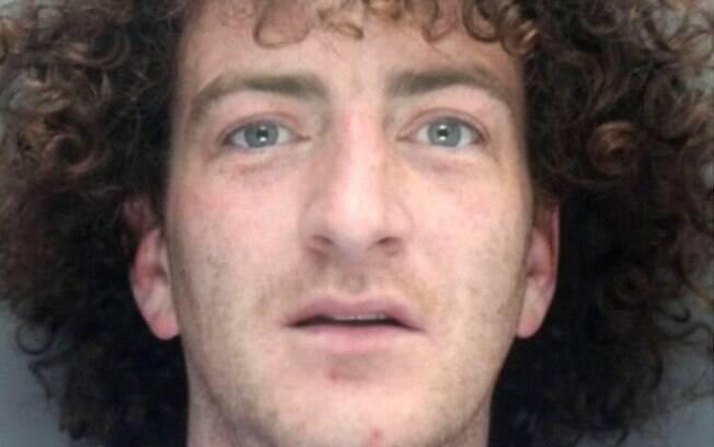 Stephen Gibney, de 32 anos, deverá ficar oito semanas na prisão por urinar no morador de rua