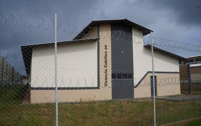 Segundo informações, presos fizeram buraco na parede e fugiram usando corda de lençóis