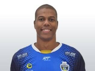 Reforço do Montes Claros, ponteiro Juninho defendeu o São José na Superliga 2014/15