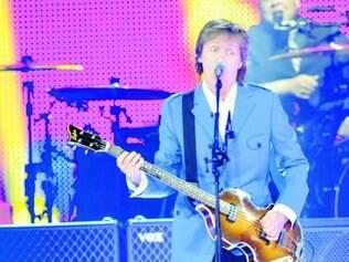 """Em ação. Paul McCartney durante sua apresentação em Albany, nos Estados Unidos, sábado: """"É ótimo estar de volta"""""""