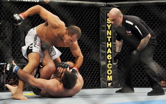 Resultado: novo nocaute no primeiro assalto.  O brasileiro estava perto do topo do UFC