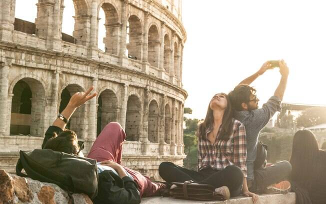 Faça passeios convencionais em pontos turísticos, mas não deixe de fazer passeios alternativos em um tour pela Europa