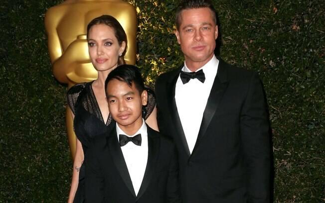 Maddox com Angelina Jolie e Brad Pitt