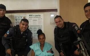 Mulher recebe ajuda da PM para dar à luz e acaba presa por estar foragida no Rio
