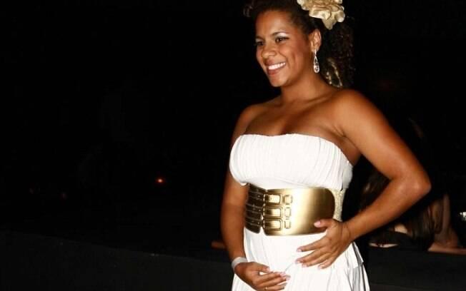 Ex BBB Janaína está grávida de dois meses e meio de seu primeiro filho:
