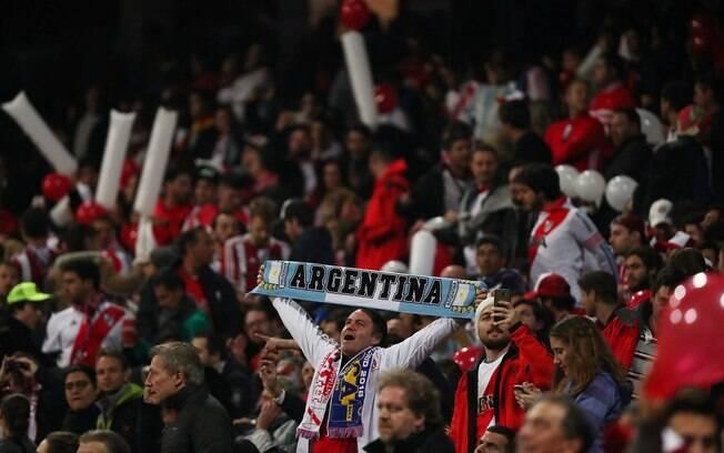 Torcida do River Plate fez muita festa na final da Libertadores, mas um argentino de 68 anos teve parada cardíaca e não conseguiu ir para o Bernabéu