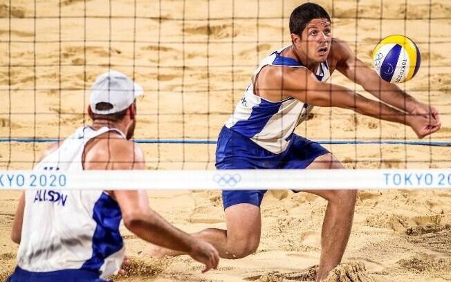 Alison e Álvaro são eliminados e Brasil encerra campanha no vôlei de praia sem pódio