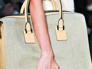 Bolsas.  No guarda-roupa feminino, bolsas nunca são demais