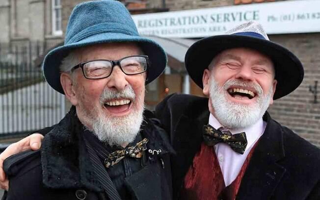 Mesmo héteros, melhores amigos se casam na Irlanda – você faria isso para poupar dinheiro?
