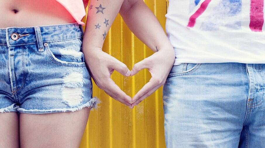 Amazon dá 40% de desconto em peças jeans