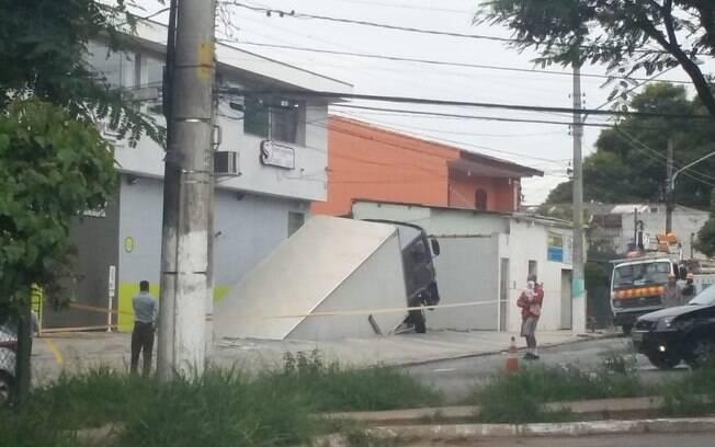 Trânsito na região de Pirituba foi controlado pela CET, após acidente com caminhão