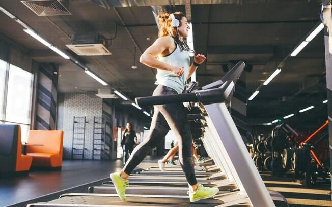 O treino na esteira não precisa ser tedioso nem demorar para dar resultado, desde que você saiba como turbiná-lo