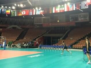 Treino leve no ginásio de Katowice fez Brasil esquecer cansativa viagem
