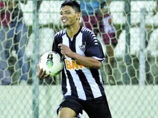 Com a bola toda. Jovem atacante Carlos mostrou no clássico de domingo que, além de goleador, tem estrela em grandes jogos