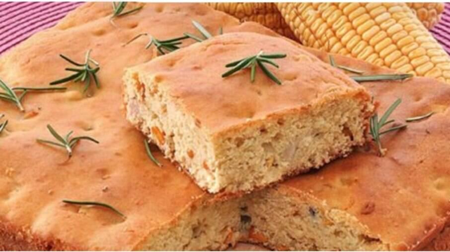 Aprenda como fazer esta deliciosa torta-pão de milho com a receita prática do Guia!
