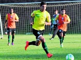 Mesmo sem ser apresentado, Renan Oliveira já treinou ontem