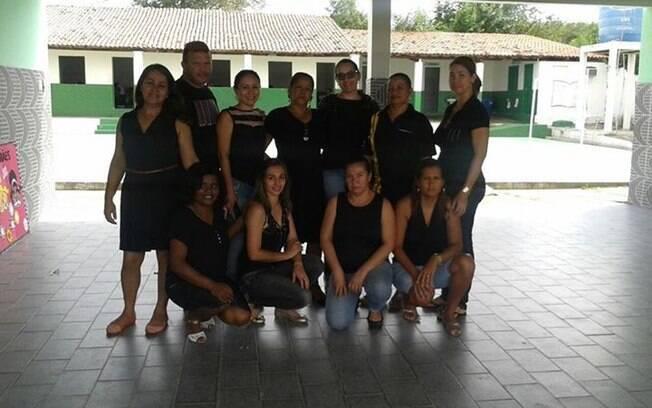 Professores da Bahia publicam foto em luto pela educação após repressão de protesto de professores do Paraná (4.5.2015). Foto: Reprodução/Facebook