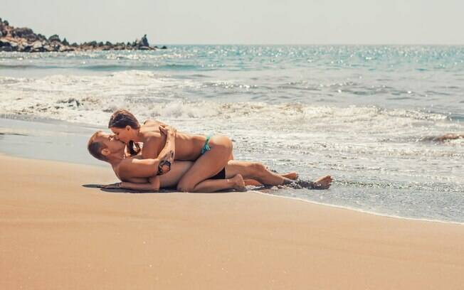 Apesar de muitas pessoas terem a fantasia de fazer sexo em locais públicos, a prática é considerada crime no Brasil